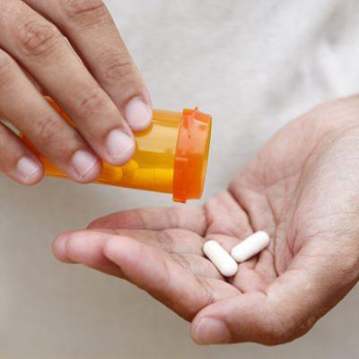 Uống 2 viên thuốc ngủ có sao không? Uống xong có biết gì không?